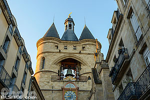 Photo : Grosse Cloche (Beffroi de l'ancien hôtel de ville), Rue Saint-James, Bordeaux, Gironde (33), Aquitaine, France