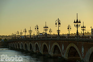 Photo : Pont de Pierre, Bordeaux, Gironde (33), Aquitaine, France