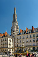 Photo : Place Royale et clocher de la basilique Saint-Nicolas de Nantes, Nantes, Loire-Atlantique (44)