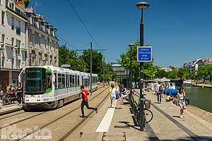 Station de tramway Saint-Mihiel sur la ligne 2, Quai de Versailles, Nantes, Loire-Atlantique (44), Pays-de-la-Loire, France