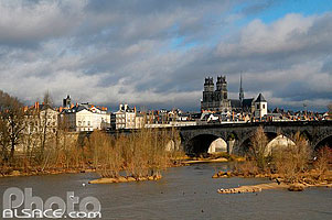 Photo : La Loire et le Pont Royal, Orléans, Loiret (45), Centre, France