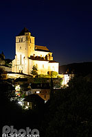 Photo : Village et église de Saint-Cirq-Lapopie la nuit, Parc naturel régional des Causses du Quercy, Lot (46)