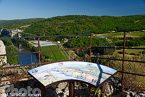 Photo : Table d'orientation, Saint-Cirq-Lapopie, Parc naturel régional des Causses du Quercy, Lot (46)