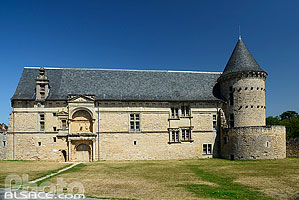 Photo : Château d'Assier, Assier, Parc naturel régional des Causses du Quercy, Lot (46)