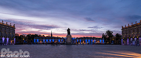 Photo : Illumination de la Place Stanislas au crépuscule, Nancy, Meurthe-et-Moselle (54)