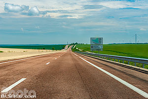Photo : Route Nationale 4 (RN4), Saint-Aubin-sur-Aire, Meuse (55), Lorraine, France