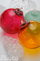 Photo : Boules de Noël en verre (ligne traditionnelle), Centre international d'art verrier,  Meisenthal, Moselle (57)