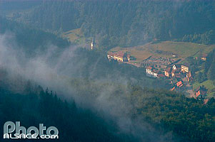 Photo : Village de Grandfontaine dans la brume, Bas-Rhin (67)
