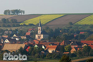 Photo : Village et eglise de Morschwiller, Bas-Rhin (67), Alsace, France