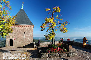 Photo : Terrasse et chapelle des Anges, Mont Sainte-Odile, Ottrott, Bas-Rhin (67), Alsace, France