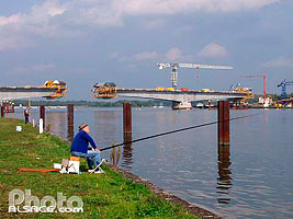 Photo : Construction sur le rhin du Pont Pierre Pflimlin, Eschau, Bas-Rhin (67)