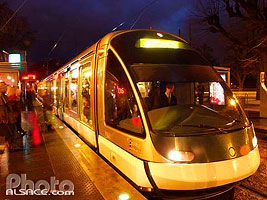Photo : Rame de tramway la nuit, Station de tramway, Place de la Republique Strasbourg, Bas-Rhin (67), Alsace, France