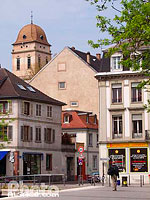 Photo : Place de Zurich et clocher de l'eglise Sainte-Madeleine, Strasbourg, Bas-Rhin (67), Alsace, France