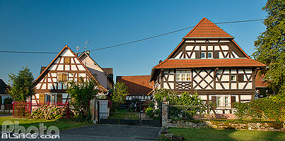 Photo : Maison alsacienne à colombages, Rue Principale, Kauffenheim, Bas-Rhin (67), Alsace, France
