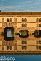 Photo : Barrage Vauban et l'Ill, Quartier de la Petite France, Strasbourg, Bas-rhin (67), Alsace, France