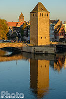 Photo : Les Ponts Couverts et le clocher de l'église Saint-Thomas, Quartier de la Petite France, Strasbourg, Bas-Rhin (67), Alsace, France