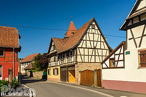Photo : Maison alsacienne à colombages, Rue de l'Eglise, Wintzenheim-Kochersberg, Kochersberg, Bas-Rhin (67), Alsace, France