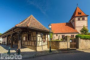 Corps de garde et église protestante, Wintzenheim-Kochersberg, Kochersberg, Bas-Rhin (67), Alsace, France