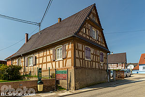 Photo : Maison alsacienne à pan de bois, Grand Rue, Soufflenheim, Bas-Rhin (67), Alsace, France
