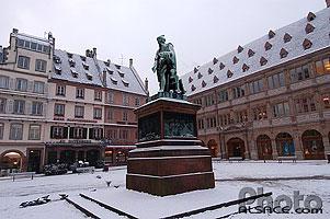 Photo statue de gutenberg place gutenberg strasbourg - Chambre de commerce et d industrie strasbourg ...