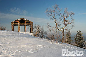 Photo : Temple gallo Romain au sommet du Donon en hiver, Grandfontaine, Bas-Rhin (67)