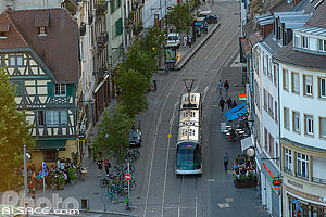 Photo : Rame de tramway Rue du Faubourg-National, Strasbourg, Bas-Rhin (67), Alsace, France