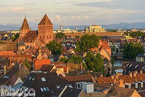 Toits du quartier de la Petite France et l'église Saint-Thomas, Strasbourg, Bas-Rhin (67), Alsace, France