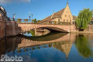 Pont du Corbeau et l'Ancienne Douane, Strasbourg, Bas-Rhin (67), Alsace, France