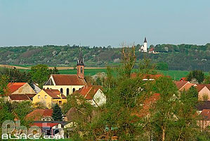 Photo : Village de Rexingen et chapelle du Kirchberg, Alsace Bossue, Bas-Rhin (67), Alsace, France
