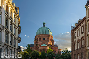 Photo : Eglise catholique Saint-Pierre le Jeune, Rue Paul Muller Simonis, Strasbourg, Bas-Rhin (67), Alsace, France