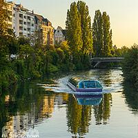 Bateau mouche sur l'Ill, Quai Rouget-de-Lisle, Strasbourg, Bas-Rhin (67), Alsace, France