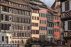 Alignement de façades de maisons Alsacienne, Quartier de la Petite France, Strasbourg, Bas-Rhin (67), Alsace, France