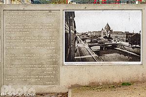 Plaque souvenir de la Grande Synagogue de Strasbourg incendiée par les nazis en 1940, Quai Kléber, Strasbourg, Bas-Rhin (67), Alsace, France