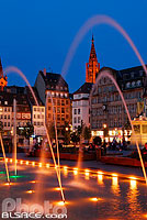 Photo : Fontaine de la Place Kléber la nuit, Strasbourg, Bas-Rhin (67), Alsace, France