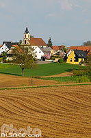 Photo : Champs et village de Rottelsheim, Bas-Rhin (67)