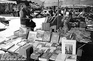 Photo : Bouquiniste, Place Kléber, Strasbourg, Bas-Rhin (67)