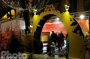 Photo : Village des enfants, Marché de Noël, Place Saint-Thomas, Strasbourg, Bas-Rhin (67), Alsace, France
