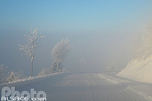 Photo : Bas-Rhin (67), Belmont, Route D414 sous la neige, Champ du Feu // FRANCE, Bas-Rhin (67), Belmont, D414 road under the snow, Champ du Feu