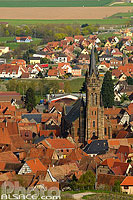 Photo : Eglise Saint-Etienne et village de Dambach-la-Ville, Bas-Rhin (67), Alsace, France