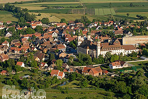 Photo : Village d'Ebersmunster et Abbatiale Saint-Maurice, Ebersmunster, Bas-Rhin (67), Alsace, France
