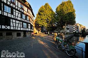 Photo : Place Benjamin Zix, Quartier de la Petite France, Strasbourg, Bas-Rhin (67)