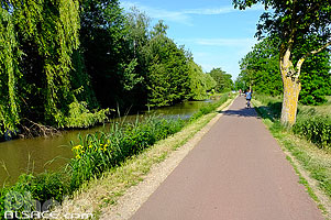 Photo : Piste cyclable le long du Canal de la Bruche, Oberschaeffolsheim, Bas-Rhin (67), Alsace, France