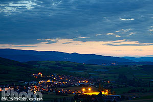 Photo : Dangolsheim la nuit, Vignoble de la Couronne d'Or, Bas-Rhin (67)