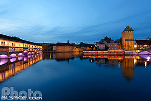 Photo : Illumination du Barrage Vauban et des Ponts Couverts, Quartier de la Petite France, Strasbourg, Bas-Rhin (67), Alsace, France