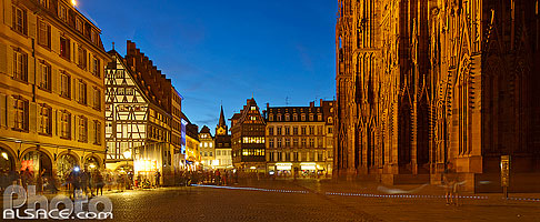 Photo : Bas-Rhin (67), Strasbourg, Place de la Cathédrale la nuit // FRANCE, Bas-Rhin (67), Strasbourg, Place de la Cathédrale at night