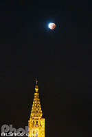 Photo : Eclipse totale de lune du 28 septembre 2015 (Super lune de sang) et la Cathédrale de Strasbourg, Bas-Rhin (67), Alsace, France