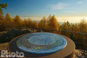 Photo : Table d'orientation du rocher du Maennelstein, La Bloss, Barr, Bas-Rhin (67)