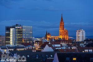 Photo : Bas-Rhin (67), Strasbourg, Skyline de la ville de Strasbourg la nuit (Immeuble Afi Esca, la Cathédrale Notre-Dame et la Tour Valentin-Sorg) // FRANCE, Bas-Rhin (67), Strasbourg, Strasbourg City skyline at night (Building Afi Esca, Cathedral and the Tower Valentin-Sorg)