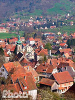Photo : Vue sur le village de Muhlbach-sur-Munster et le clocher de l'eglise Saint-Barthelemy, Haut-Rhin (68)