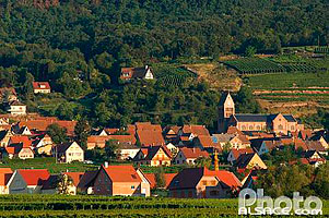 Photo : Village et église romane de Gueberschwihr, Haut-Rhin (68), Alsace, France